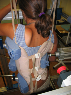 Fig. 29.- Sistema FED. El brazo mecánico incide sobre la zona de mayor grado de curvatura.