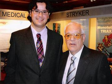 El Prof. Villarreal con su discípulo el Dr. César Salcedo.